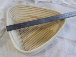 Корзина для расстойки теста из ротанга треугольная, 0,5 кг