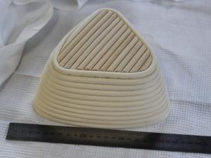 Корзина для расстойки теста из ротанга треугольная , 1 кг