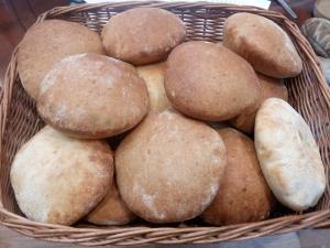 Пита - арабский хлеб.